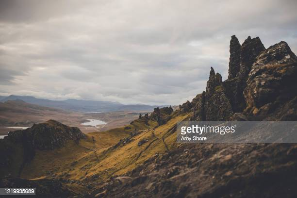 isle of sky scotland old man of storr hike - extreme terrain stock pictures, royalty-free photos & images