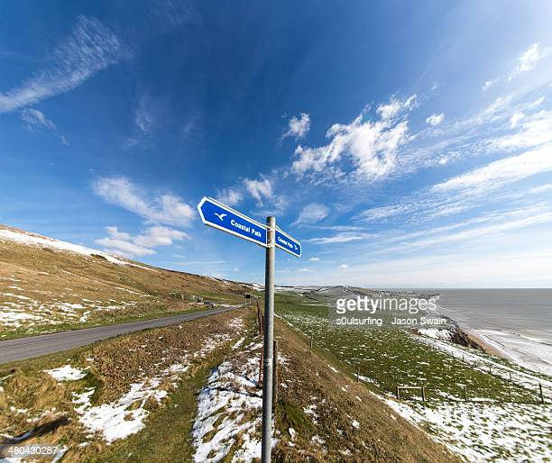 isle of wight coastal path after the snow - s0ulsurfing stock pictures, royalty-free photos & images
