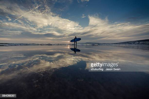 isle of wight longboarder - s0ulsurfing stock pictures, royalty-free photos & images