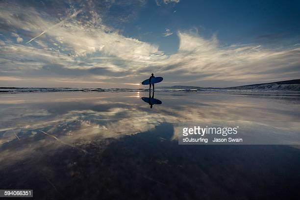 isle of wight longboarder - s0ulsurfing stockfoto's en -beelden