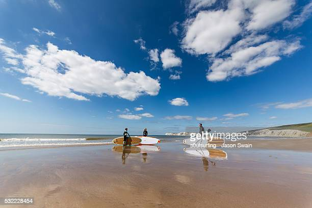 isle of wight stand up paddle board (sup) - s0ulsurfing stock pictures, royalty-free photos & images