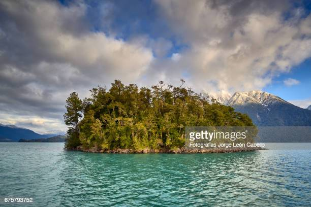 islet shines under the winter sunlight in lake todos los santos - azul turquesa stockfoto's en -beelden