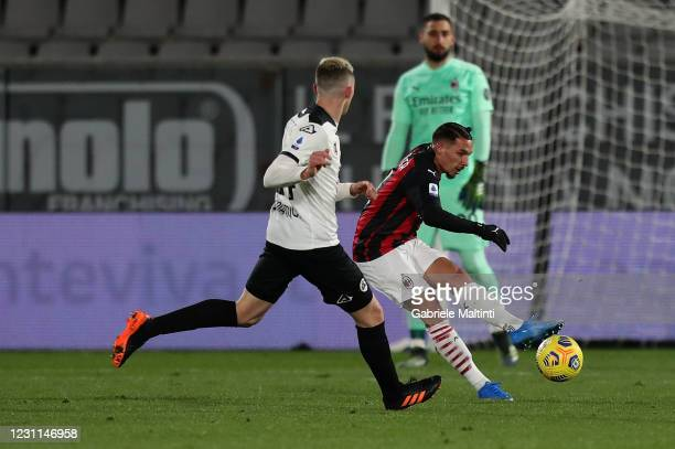 Ismael Bennacer of AC Milan in action during the Serie A match between Spezia Calcio and AC Milan at Stadio Alberto Picco on February 13, 2021 in La...