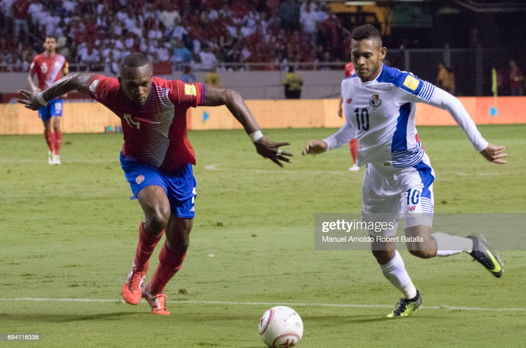 Ismael Diaz of Panama competes for the ball with Kendall Waston of Costa Rica during the match between Costa Rica and Panama as part of the FIFA 2018 World Cup Qualifiers at Estadio Nacional on June 08, 2017 in San Jose, Costa Rica.