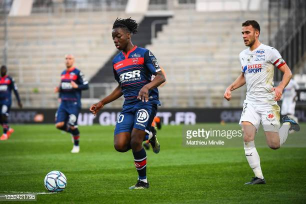 Ismael DOUKOURE of Valenciennes and Alexis BLIN of Amiens during the Ligue 2 match between Amiens and Valenciennes at Stade de la Licorne on April...