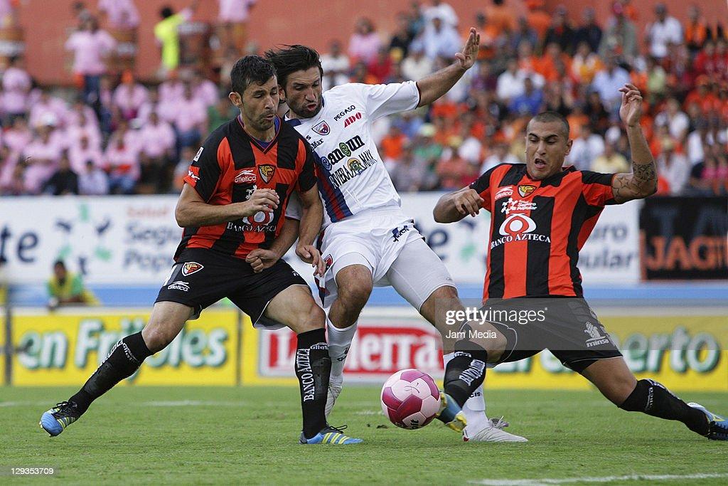 Jaguares v Atlante - Apertura 2011 : ニュース写真