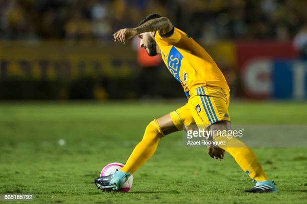 Ismael Sosa of Tigres drives the ball during the 14th round match between Tigres UANL and Toluca as part of the Torneo Apertura 2017 Liga MX at...