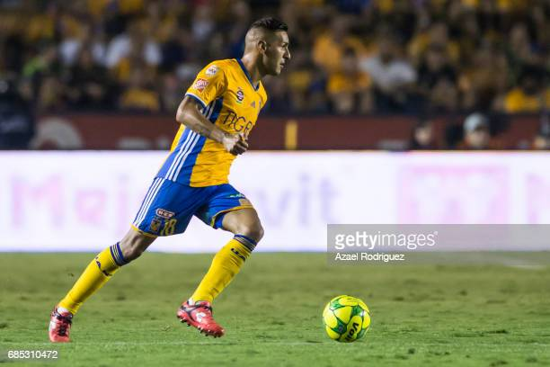 Ismael Sosa of Tigres drives the ball during the semi finals first leg match between Tigres UANL and Tijuana as part of the Torneo Clausura 2017 Liga...