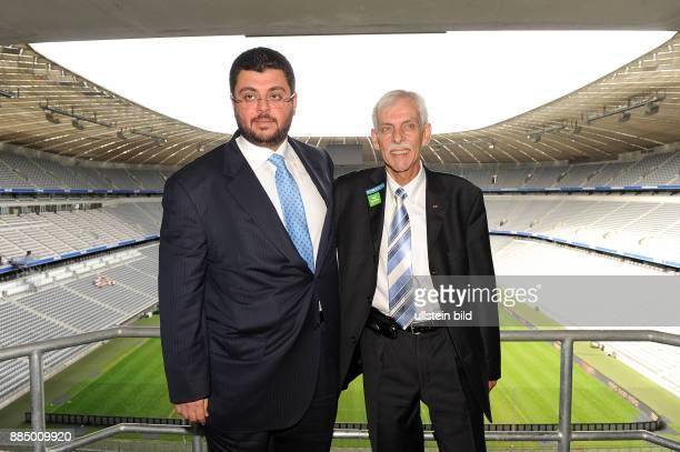 Ismaik Hasan Unternehmer Jordanien Investor beim Fussballklub TSV 1860 Muenchen neben TSVPraesident Dieter Schneider in der Allianz Arena