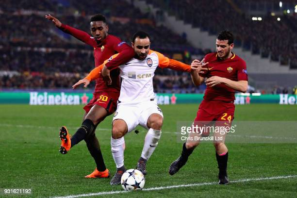 Ismaily of Shakhtar Donetsk is challenged by Alessandro Florenzi and Gerson both of AS Roma during the UEFA Champions League Round of 16 Second Leg...