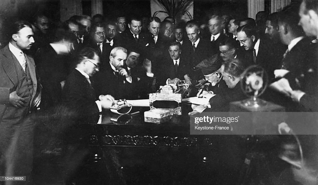 Signing Of The Treaty Of Lausanne Between Greece And Turkey In 1923 : News Photo