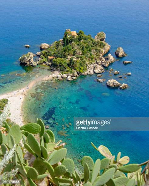 isola bella, a small island located within a small bay on the ionian sea near taormina (sicily, italy) - taormina stock pictures, royalty-free photos & images