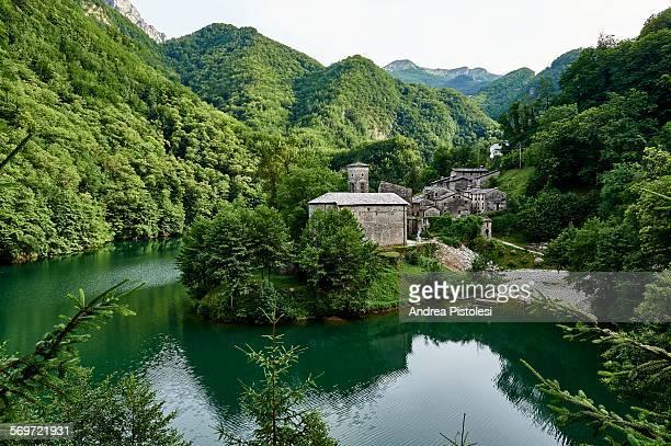 isola santa village, garfagnana, tuscany, italy - valley stock pictures, royalty-free photos & images