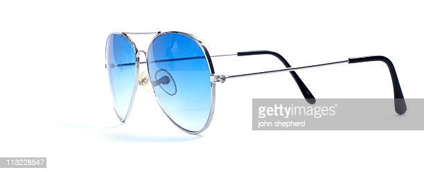 絶縁ブルーのサングラス - パイロットサングラス ストックフォトと画像