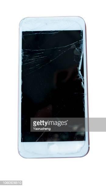 isolated broken mobile phone - geruïneerd stockfoto's en -beelden