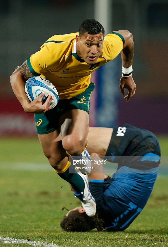 Israel Folau of Australia fights for the ball with Juan Imhoff of Argentina during a match between Australia and Argentina as part of The Rugby Championship 2015 at Estadio Malvinas Argentinas on July 25, 2015 in Mendoza, Argentina.