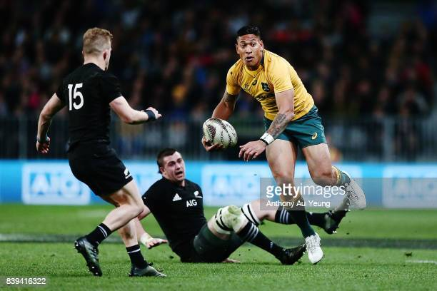 Israel Folau of the Wallabies beats the tackle from Liam Squire of the All Blacks during The Rugby Championship Bledisloe Cup match between the New...