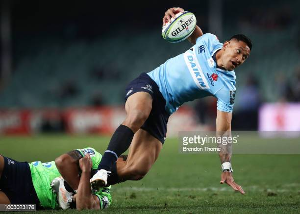 Israel Folau of the Waratahs breaks the Highlanders defence during the Super Rugby Qualifying match between the Waratahs and the Highlanders at...