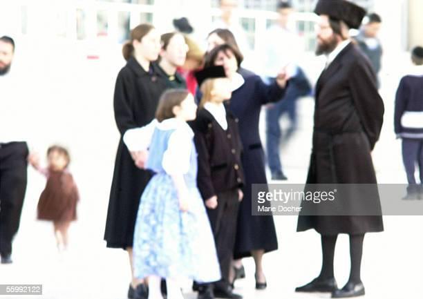 israel, jerusalem, people standing in street, blurred - judendom bildbanksfoton och bilder