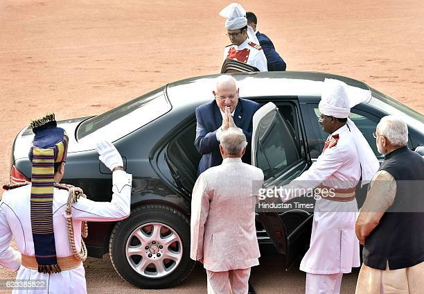 Israel President Reuven Rivlin with Indian President Pranab Mukherjee and Prime Minister Narendra Modi during a ceremonial reception on November 15...