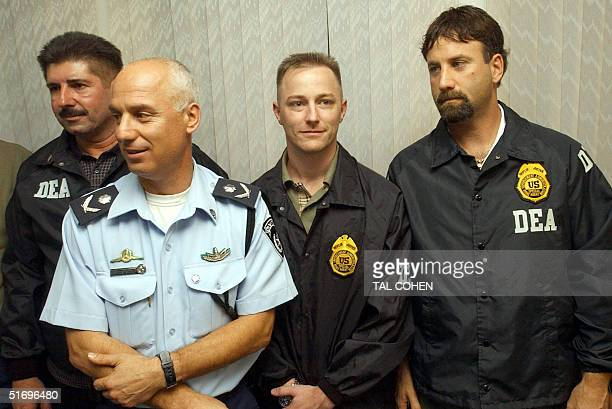 Tel Avivi Police Chief David Zur poses with US Drug Enforcement Administration officers during a presse conference 08 November in Tel Aviv announcing...