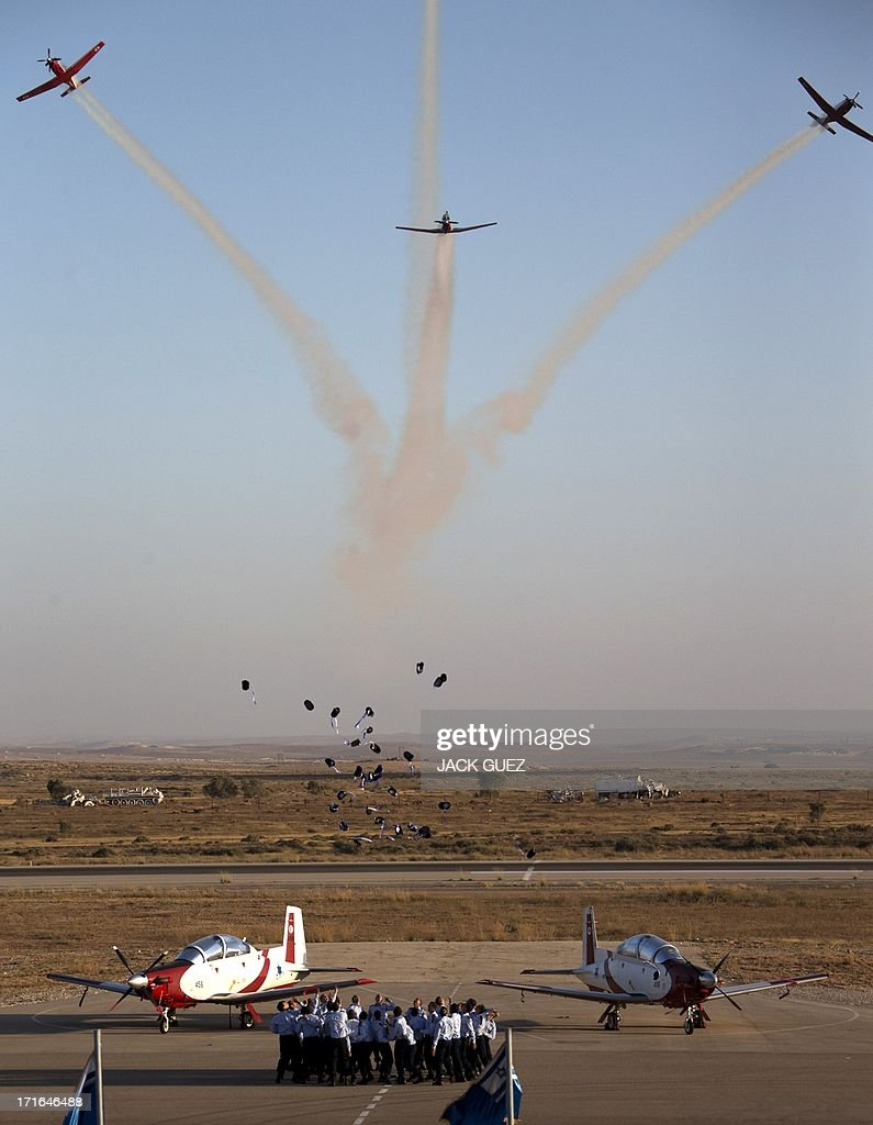 ISRAEL-AIR FORCE-GRADUATION : News Photo
