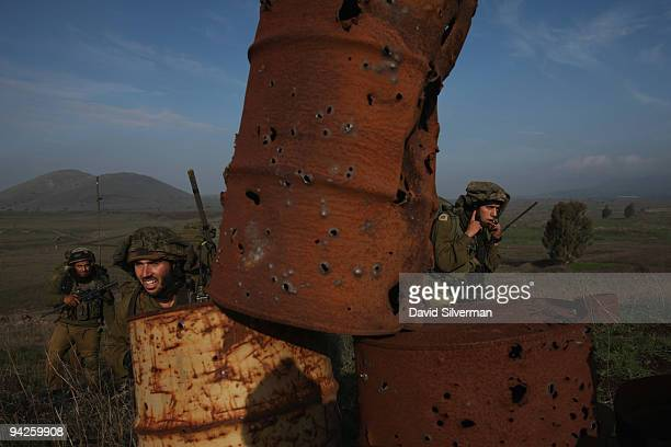 Israeli army paratroopers advance as their brigade completes a weeklong livefire training exercise December 10 2009 on the Golan Heights The Israeli...