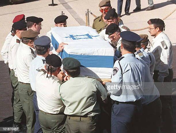 Israeli Army top generals carry the coffin of assassinated Prime Minister Yitzhak Rabin outside the Israeli Knesset, in Jerusalem 05 November....
