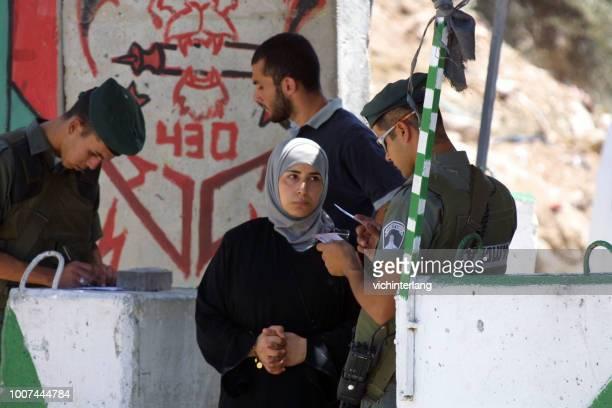 エルサレム、イスラエルのチェックポイント - パレスチナ文化 ストックフォトと画像