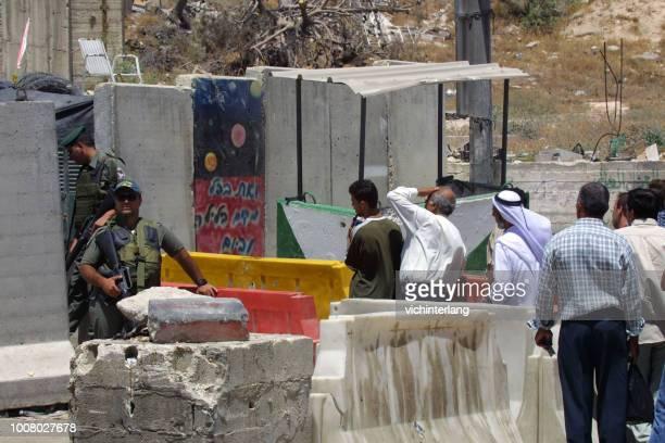 エルサレム、イスラエルのチェックポイント - イスラエルパレスチナ問題 ストックフォトと画像
