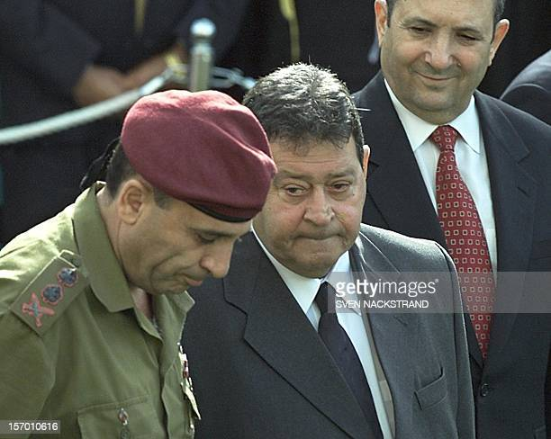 Israeli Defence Minister Binyamin Ben Eliezer stands next to chairman of Israel's joint chiefs of staff, General Shaul Mofaz, as he takes up his post...