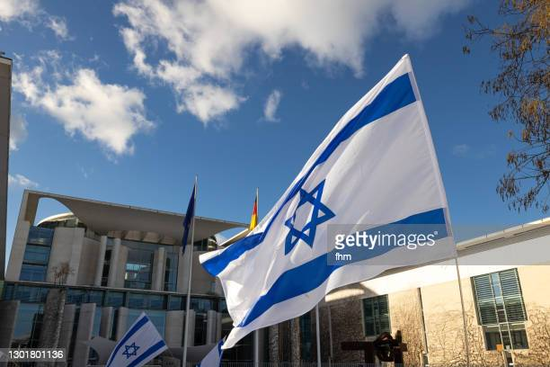 israeli flags in front of the german chancellery (berlin, germany) - german chancellery stock pictures, royalty-free photos & images