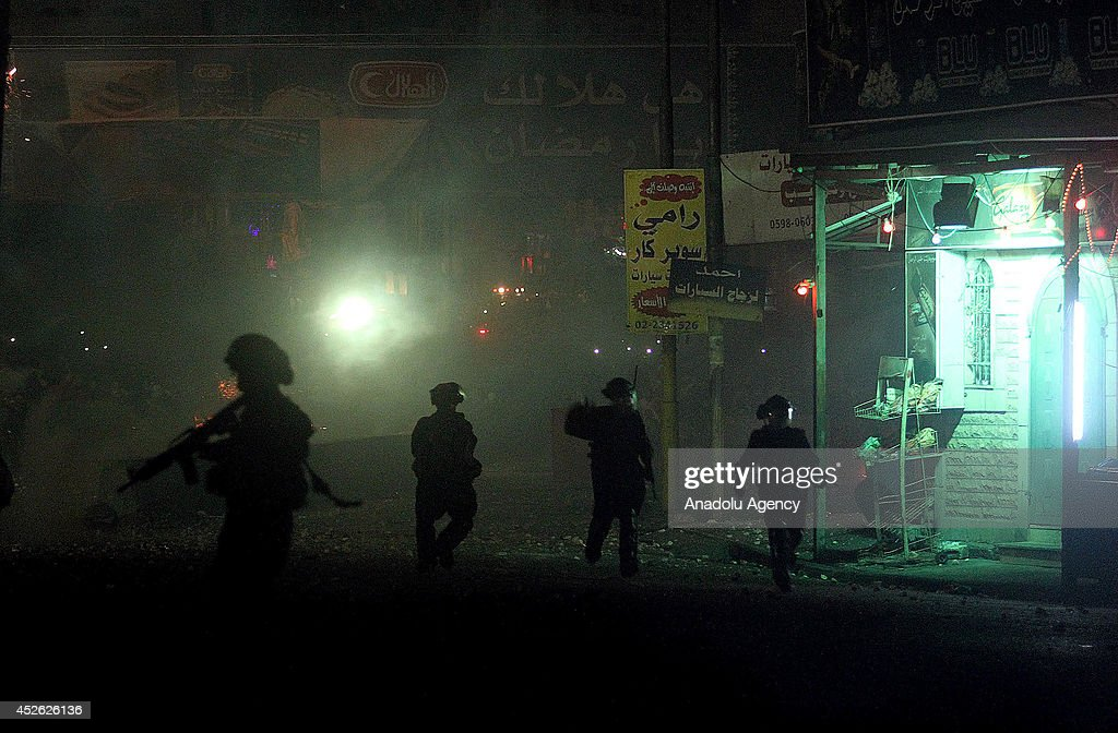 Israeli forces clashes with Palestinians in Ramallah : Nachrichtenfoto