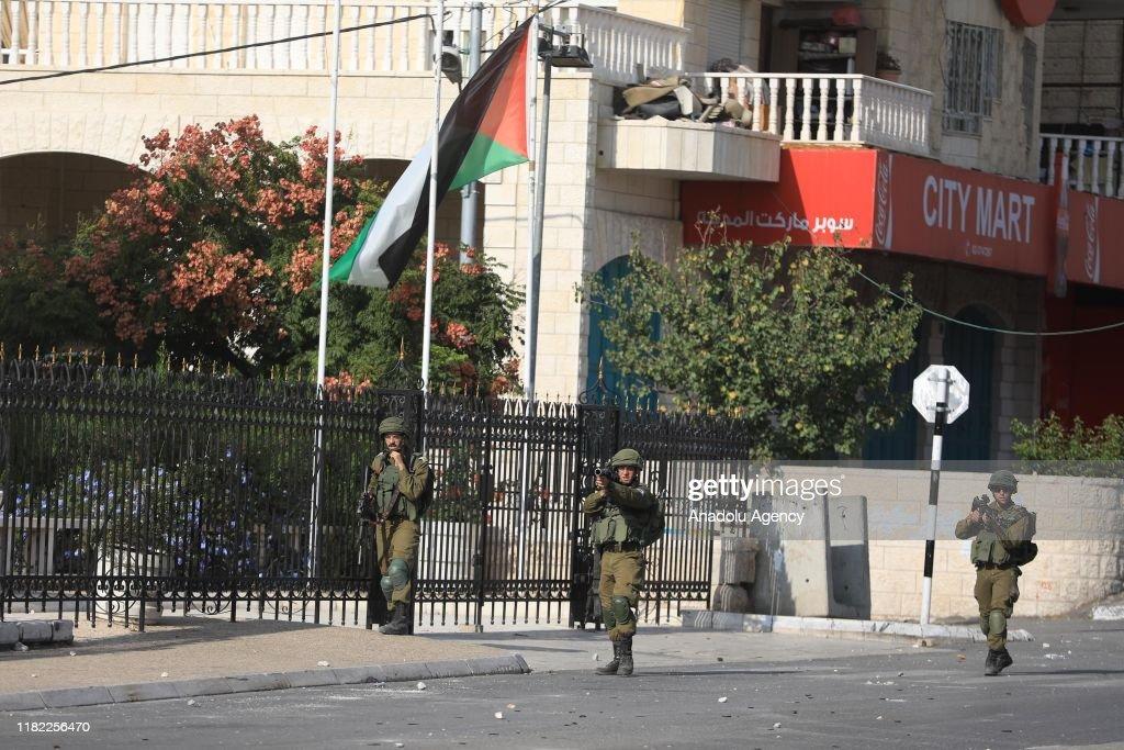 Israeli soldiers intervene in demonstration in West Bank : Nieuwsfoto's