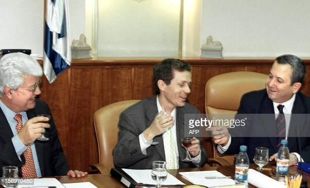 Israeli Foreign Minister David Levy prime minister secretary Isaac Herzog and Israeli Prime Minister Ehud Barak share a toast 08 September 1999 in...