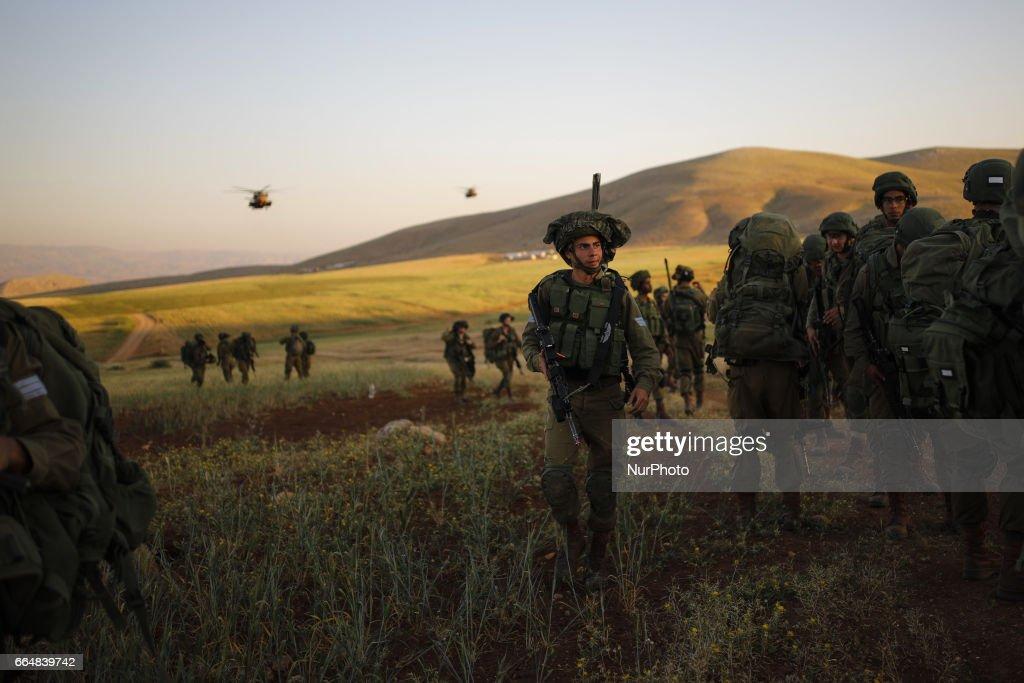 IDF training of the Haruv battalion of the Kfir Brigade, Jordan Valley, Israel : Nachrichtenfoto