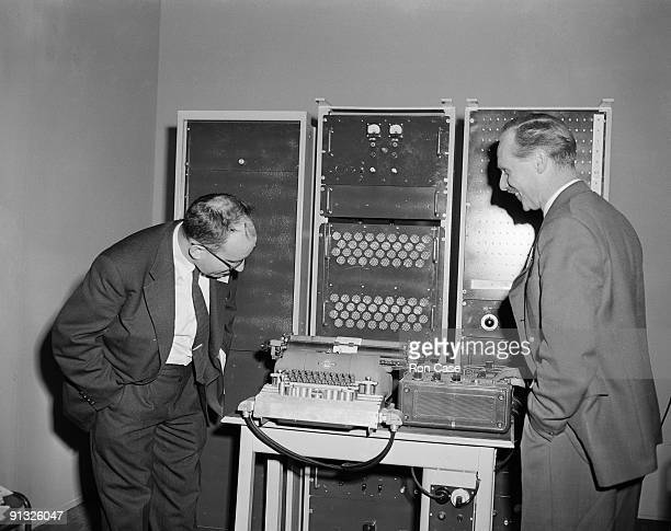 Israeli mathematician and linguist Yehoshua Bar-Hillel , of the Hebrew University of Jerusalem, and Professor D. Fry of University College, London...