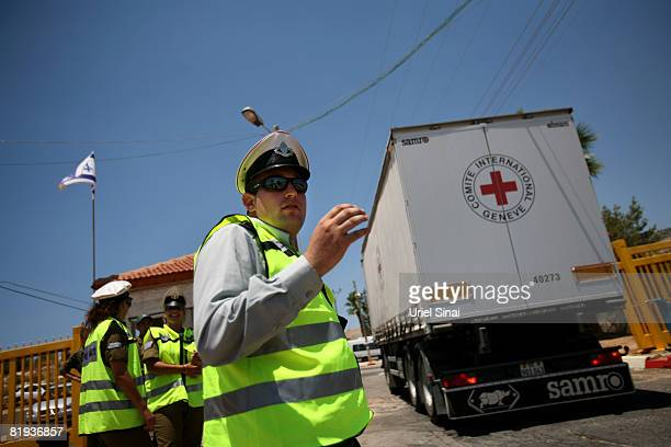 Israeli military police stand guard as a convoy of the ICRC arrive at the Amiad army base on July 15 2008in Amiad Israel The trucks arrived in Amiad...