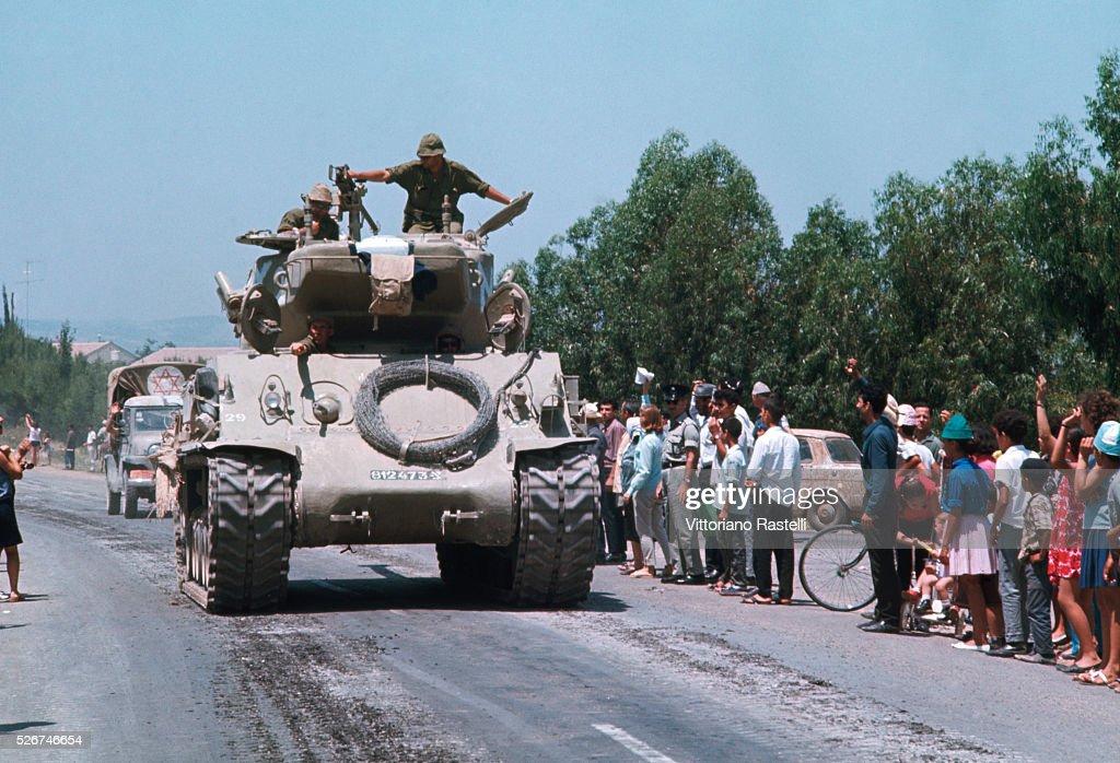 Israeli People Greet Victorious Troops : Nachrichtenfoto