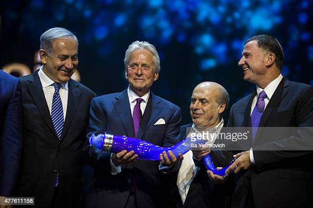 Israeli PM Benjamin Netanyahu Michael Douglas Netan Sheransky and Uli Edelshtean pose with the Genesis Prize during the ceremony at The Jerusalem...