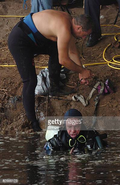 Israeli police divers prepare to search the highly polluted Yarkon river for the body of fouryearold FrenchIsraeli girl Rose August 25 2008 in Tel...