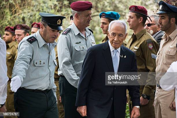 Israeli President Shimon Peres and IDF chief of staff Benny Gantz greet outstanding soldiers during a 'Singing Independence' ceremony in honour of...