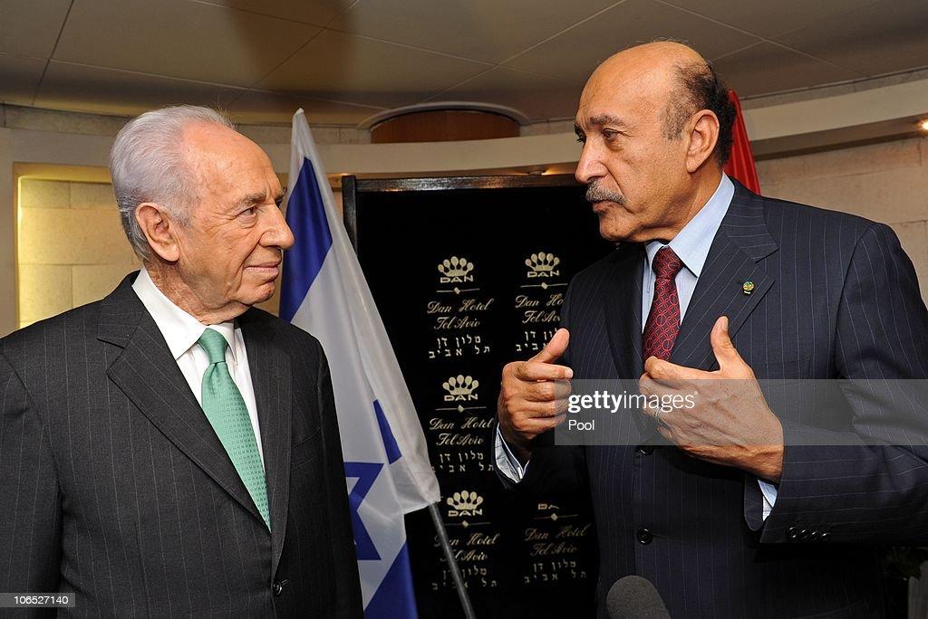 Israeli President Shimon Peres meets Egyptian Intelligence Chief Omar Suleiman : News Photo