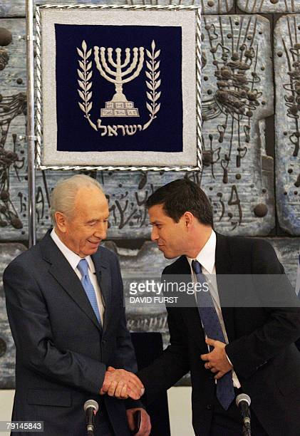 Israeli President Shimon Peres shakes hands with Director General of Better Place Shai Agassi during a joint press conference with President of...