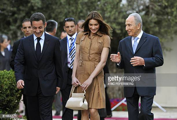 Israeli President Shimon Peres welcomes his French counterpart Nicolas Sarkozy and his wife Carla Bruni-Sarkozy on June 22, 2008 at his residence in...