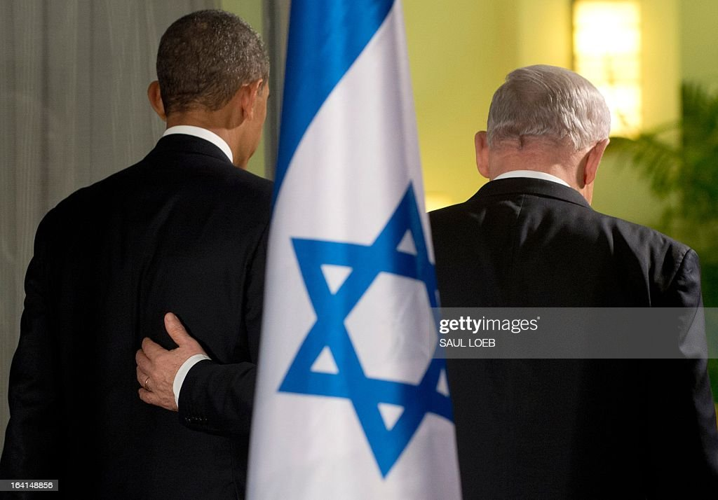 Israeli Prime Minister Benjamin Netanyahu (R) and US President Barack Obama leave after holding a joint press conference at the Prime Minister's Residence in Jerusalem, March 20, 2013, on the first day of Obama's three day trip to Israel and the Palestinian Territories. AFP PHOTO / Saul LOEB / AFP / SAUL