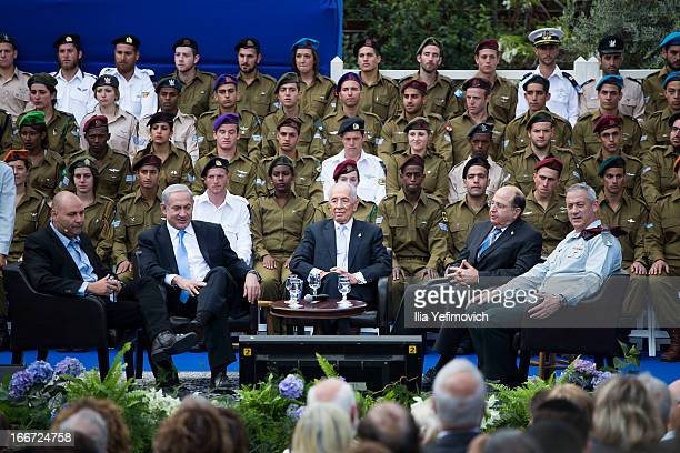 Israeli Prime Minister Benjamin Netanyahu Israeli President Shimon Peres Minister of Defence Moshe Yaalon and IDF chief of staff Benny Gantz attend a...