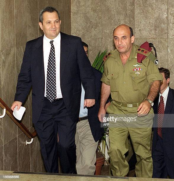Israeli Prime Minister Ehud Barak and the army chief of staff General Shaul Mofaz arrive for the weekly government meeting in Jerusalem 05 September...