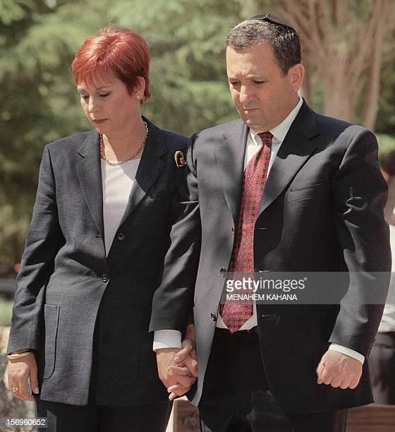Israeli Prime Minister-elect Ehud Barak and his wife Nava pray on the grave of late Israeli Premier Yitzhak Rabin 18 May 1999 at Mount Herzel in...