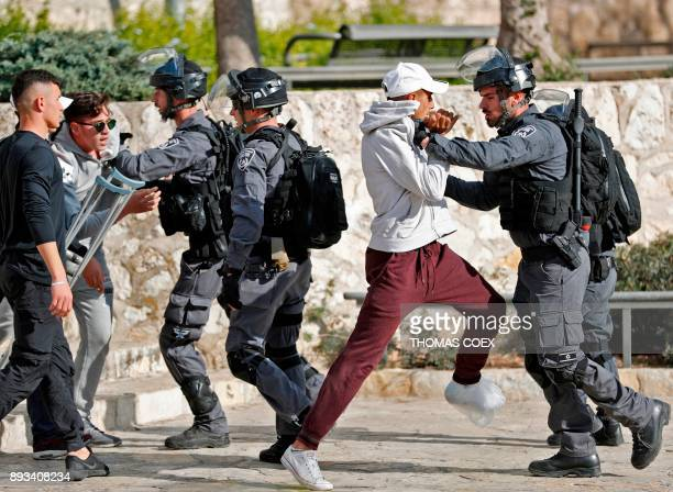 TOPSHOT Israeli security forces scuffle with Palestinian protestors in Jerusalem's Old City on December 15 2017 Thousands of Palestinians protested...